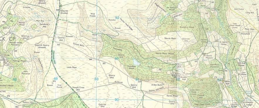 The DATE Ordnance Survey North York Moors Outdoor Leisure sheet is a deceptively simple and clear map. Use of colour is primarily reserved for woodland and bodies of water. Elevation being indicated by contours