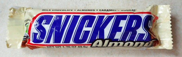 Snickers Almond. 49.9g, 230kcal