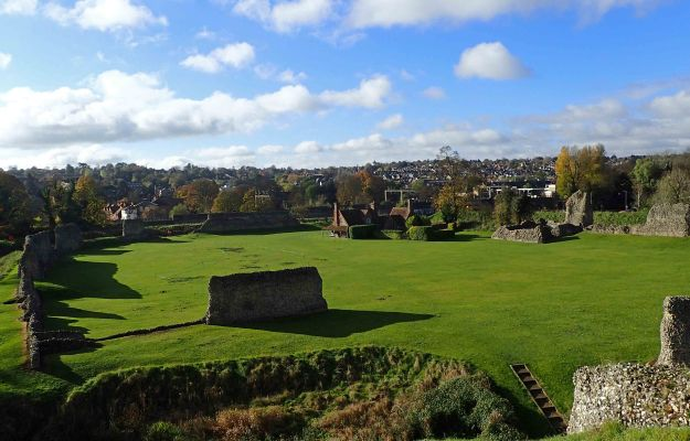 I spent an hour exploring the walls and banks of the Norman Motte and Bailey 'Berkhamsted Castle' , adjacent to the railway station, prior to beginning one of my days on the London Countryway