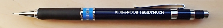 The Koh-I-Noor 5055 Hardmuth Mephisto profi has a colour-coded plastic barrel and smooth, comfortable rubber grip for extended use. My one has the blue barrel ring indicating a 0.7mm lead. Spare leads can be stored in the body. The 12g mechanical pencil has an 29mm long twist eraser which is enormous when compared to almost every other offering on the market. This is a very well-balanced quality pencil