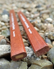 Two of the uncommon 'flat' 13g 'earth colour' Derwent Drawing pencils from Rexel Cumberland. These are Venetian Red and Brown Ochre