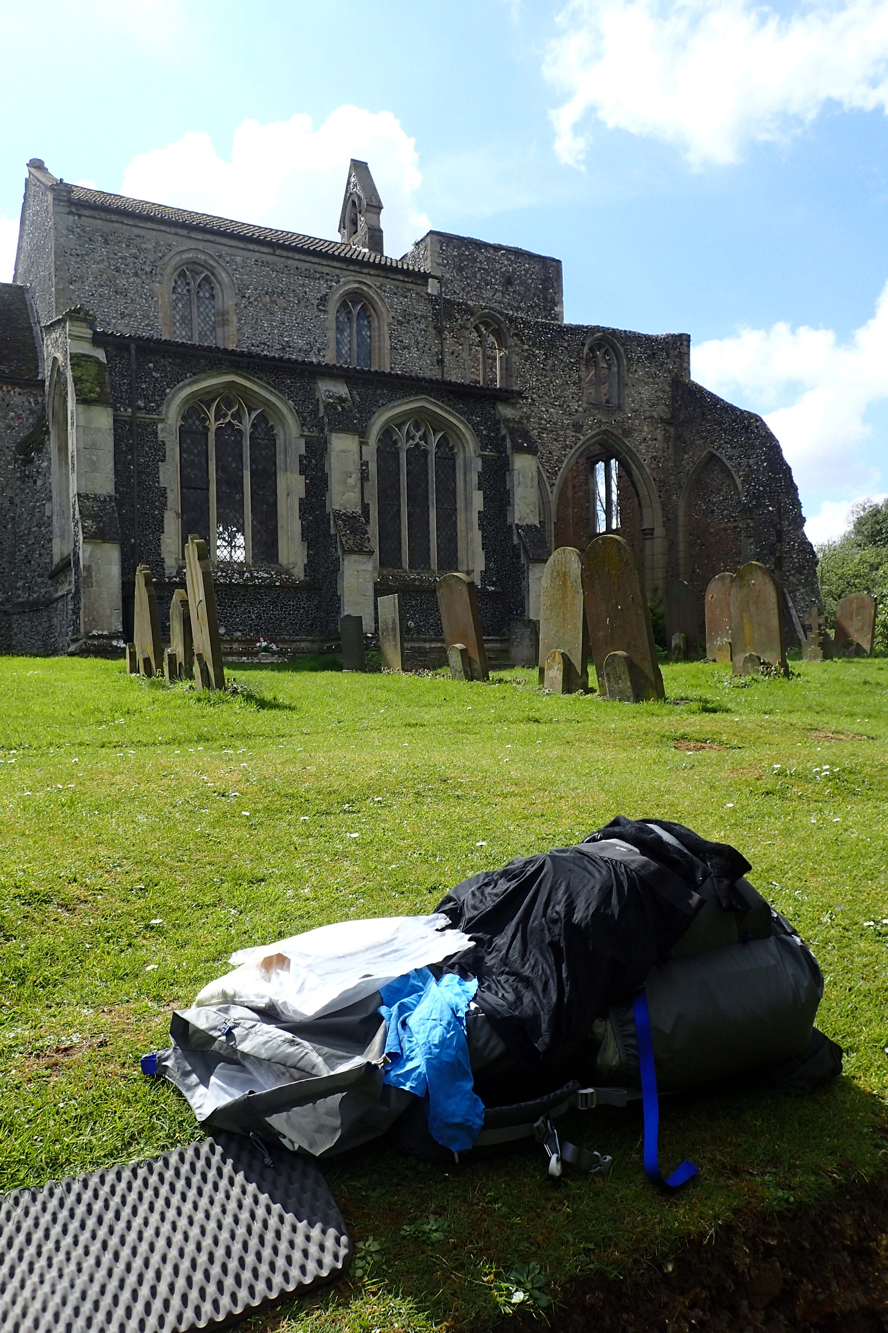 Lunch stop at St. Andrew's Church, the south west tower fell in 1781 and lies in ruins, but the church is still in use