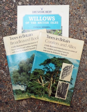 Jarrold & Sons published four small guides to trees. Only two that I purchased as a young lad have survived the years. Dating from 1973 and 1974, each is still a perfectly serviceable guide. As usual, any bok from the Shire stable is well written and authoritative, their book on willows covers eighteen species native to Britain