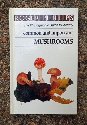 Needless to say, Roger Phillips has produced a handy little pocket volume for Fungi I.D. This is also a useful complement to his larger volume as it includes location photography as well