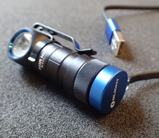 The 14g Olight charge lead is a handy little addition. It attaches magnetically firmly to the base of the Nova.