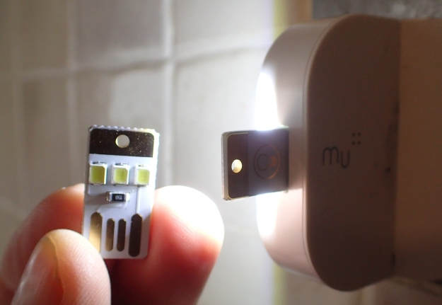 Anonymous manufacture. Tiny 3-LED USB light with single sided contacts