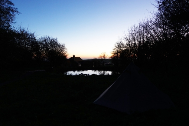 Sunday night's camp was in the field opposite Truleigh Hill Youth Hostel. A lovely still evening and a cold night