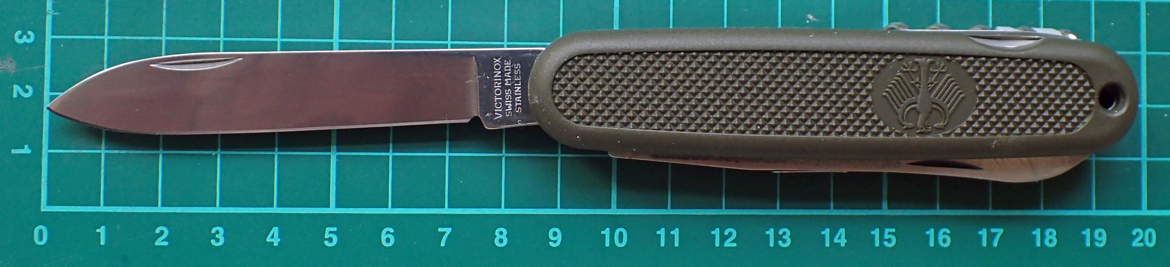 Heavy duty folding blade with lots of belly found on the original 108mm German Army Knife