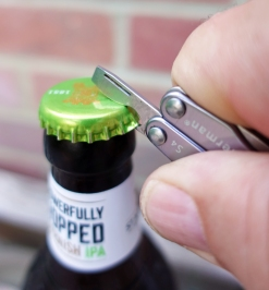 Though fiddly, and occasional needing an extra bite, the small bottle opener on the Squirt S4 will do just that