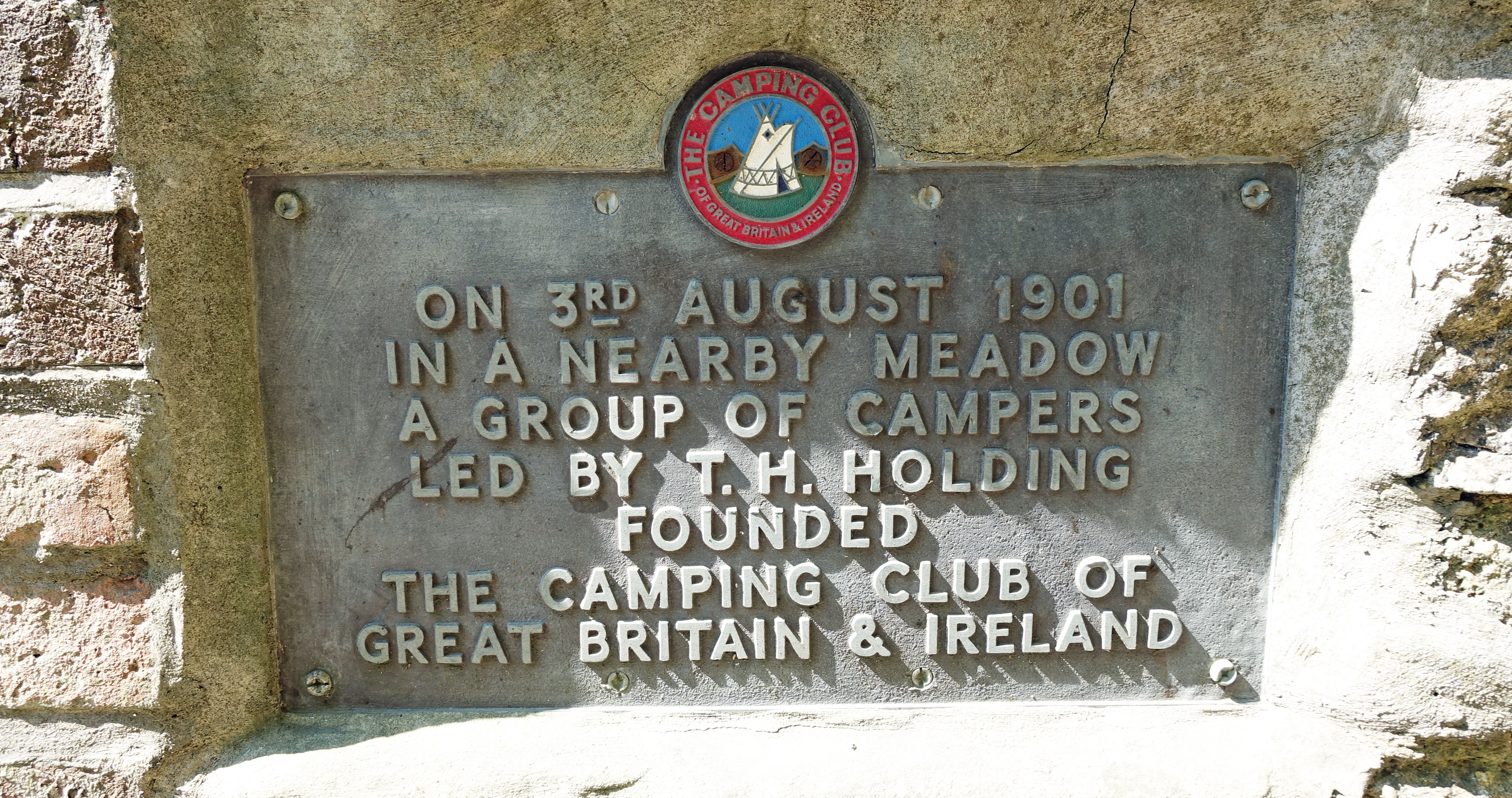 Commemorative plaque recording the creation of The Camping Club,affixed to bridge 58 near Wantage, Berks