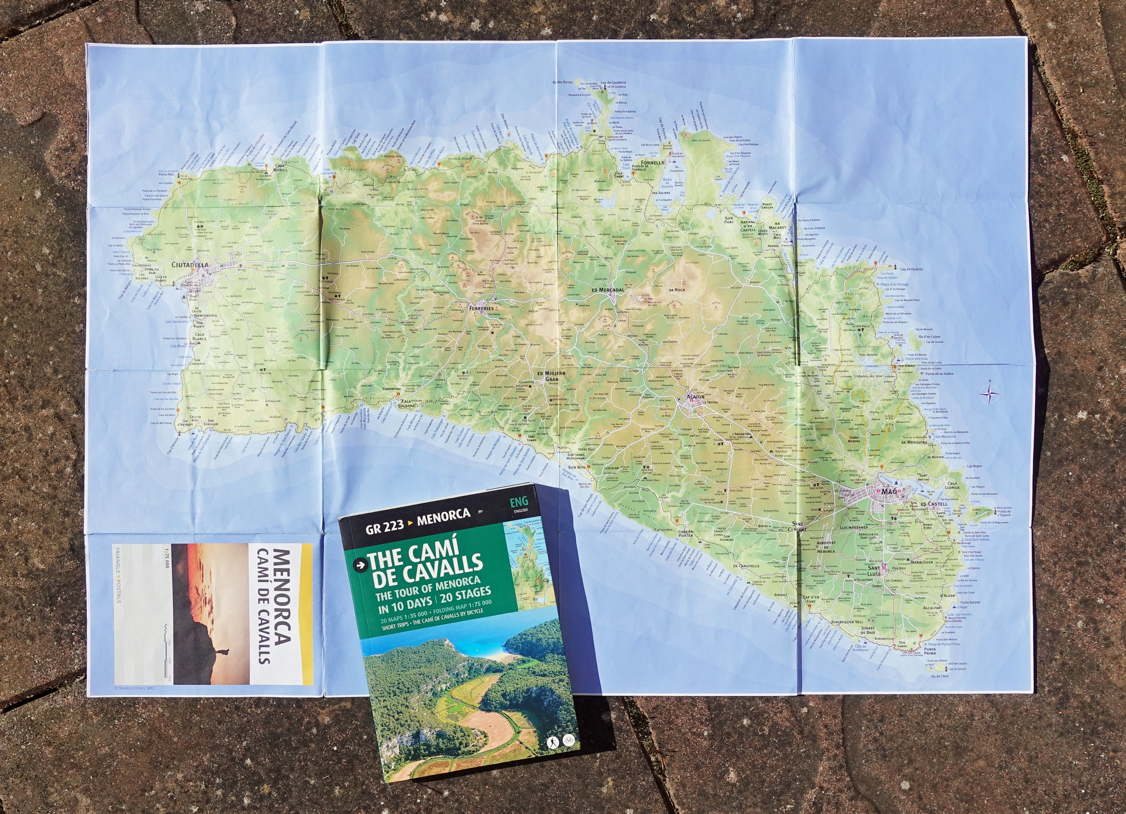 Triangle Postals guide book and map to the GR223. also published in Catalan, Spanish, Italian, French and German