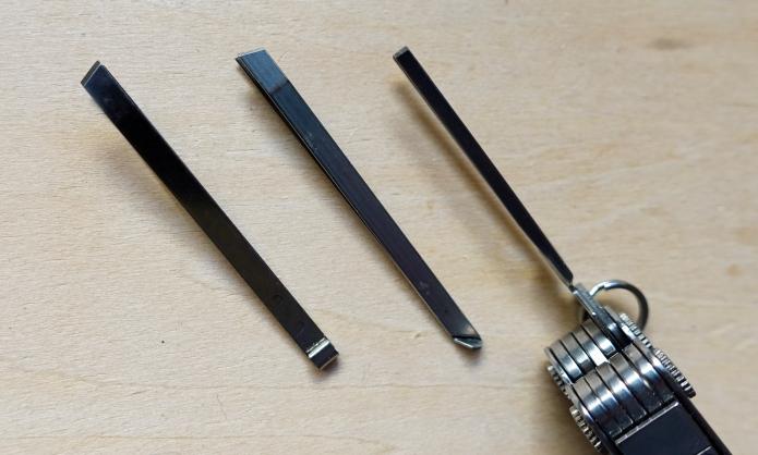 Tips of tweezers compared