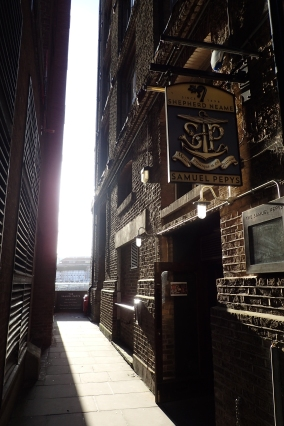 The Samuel Pepys. Housed in a nineteenth century former tea warehouse hard against the River Thames
