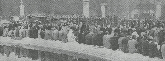 Early morning crowds outside Buckingham Palace. Thousands of well-wishes arrived in the London the night before George V's procession through London. The King ordered that Hyde Park be kept unlocked to enable them to camp the night there