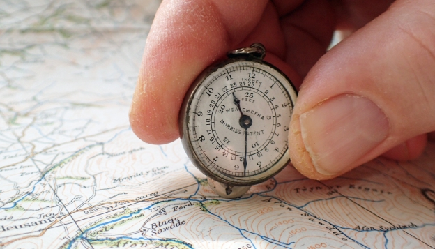 Morris's Patent Wealemefna measurer is a simple tool in use