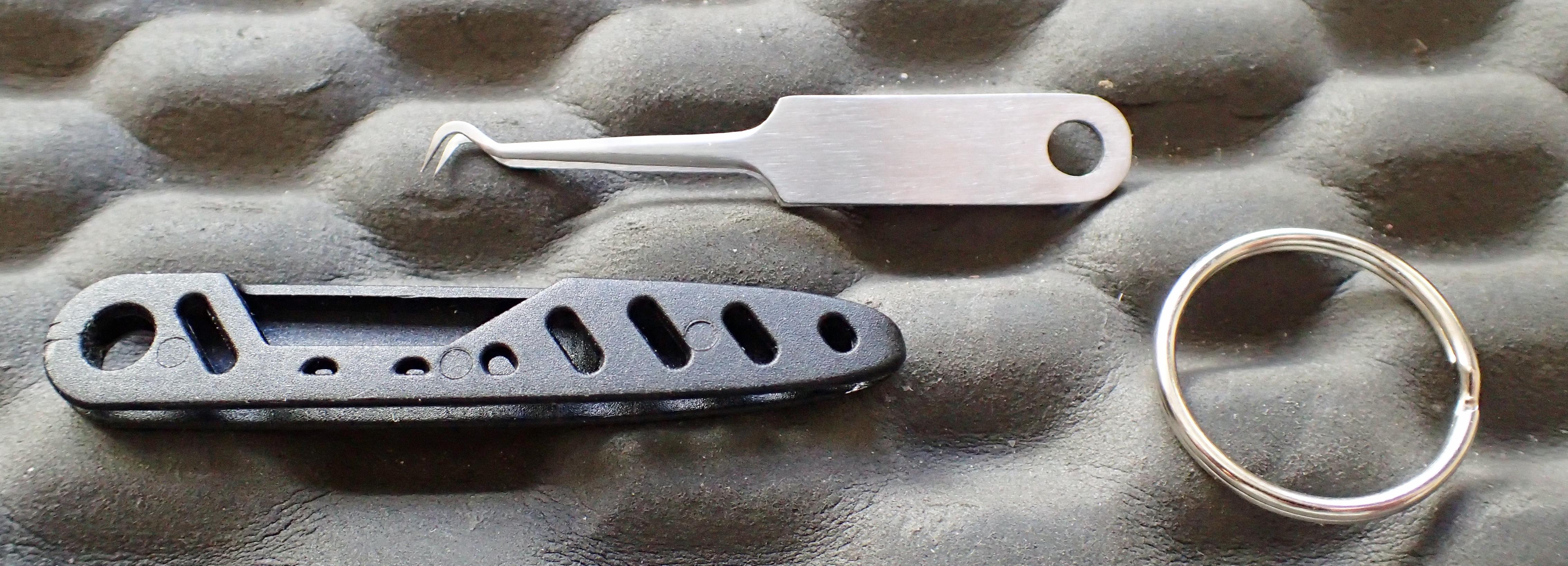 Dismantled Lifesystems keychain tick tweers- tweers: 3.0g, case: 1.4g, keyring: 1.9g