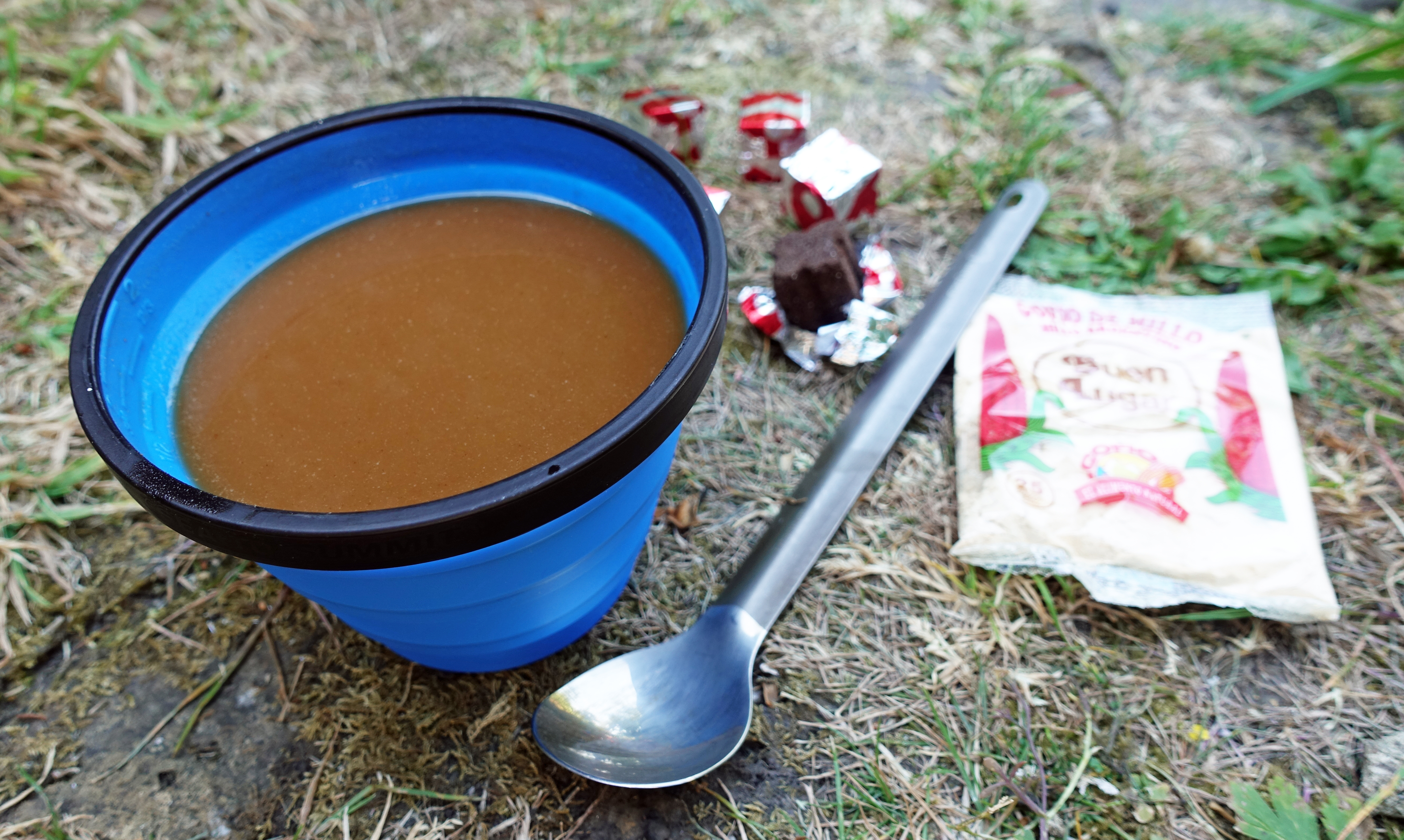 25g of Gofio will mix to a smooth paste with a little cold water easily. Topped up with boiling water and with an added Oxo, this makes a satisfying light liquid drink on trail during a days hike or to add lost salts at the end of the day