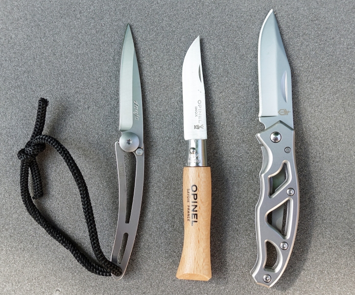 Deejo 15g alongside non-locking 10g Opinel No. 4 and the popular 40g frame lock Gerber Paraframe