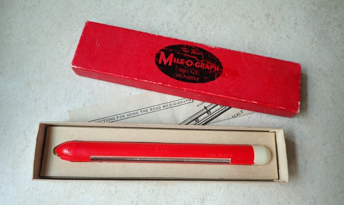 Mile-O-Graph was normally sold in a simple card box with lid, together with a set of instructions beneath the instrument