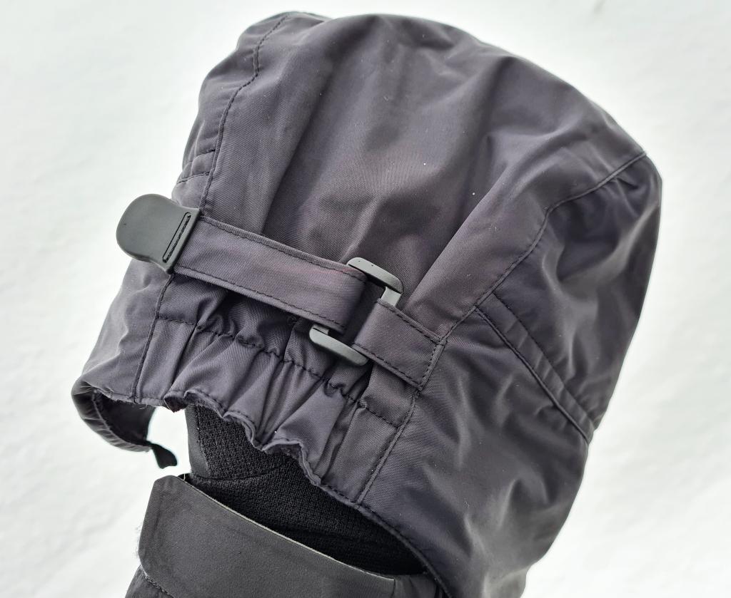 'Hook and Loop' volume adjuster on rear of cap