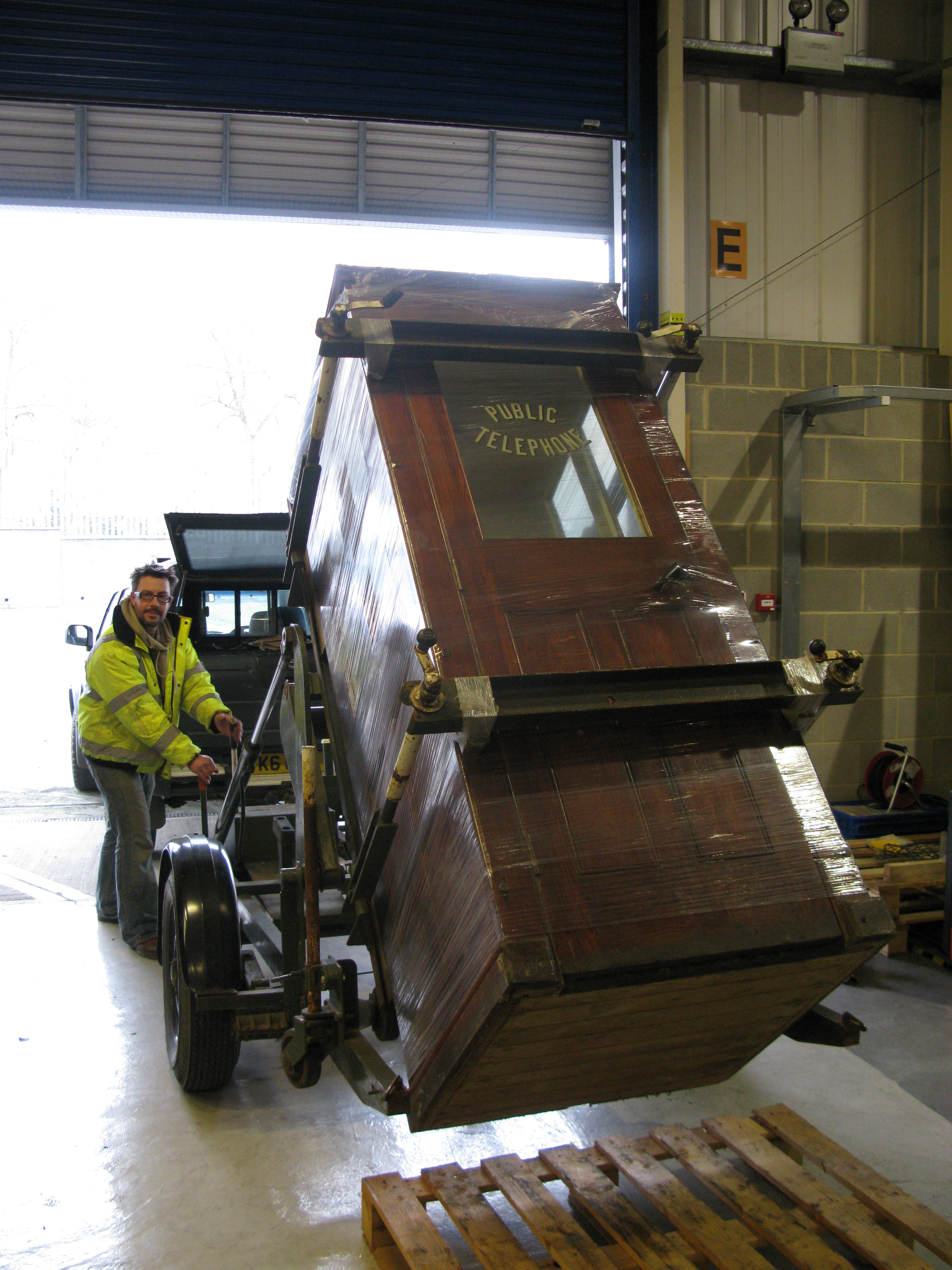 Delivery of a wooden Silence Cabinet to a museum with a purpose built kiosk trailer