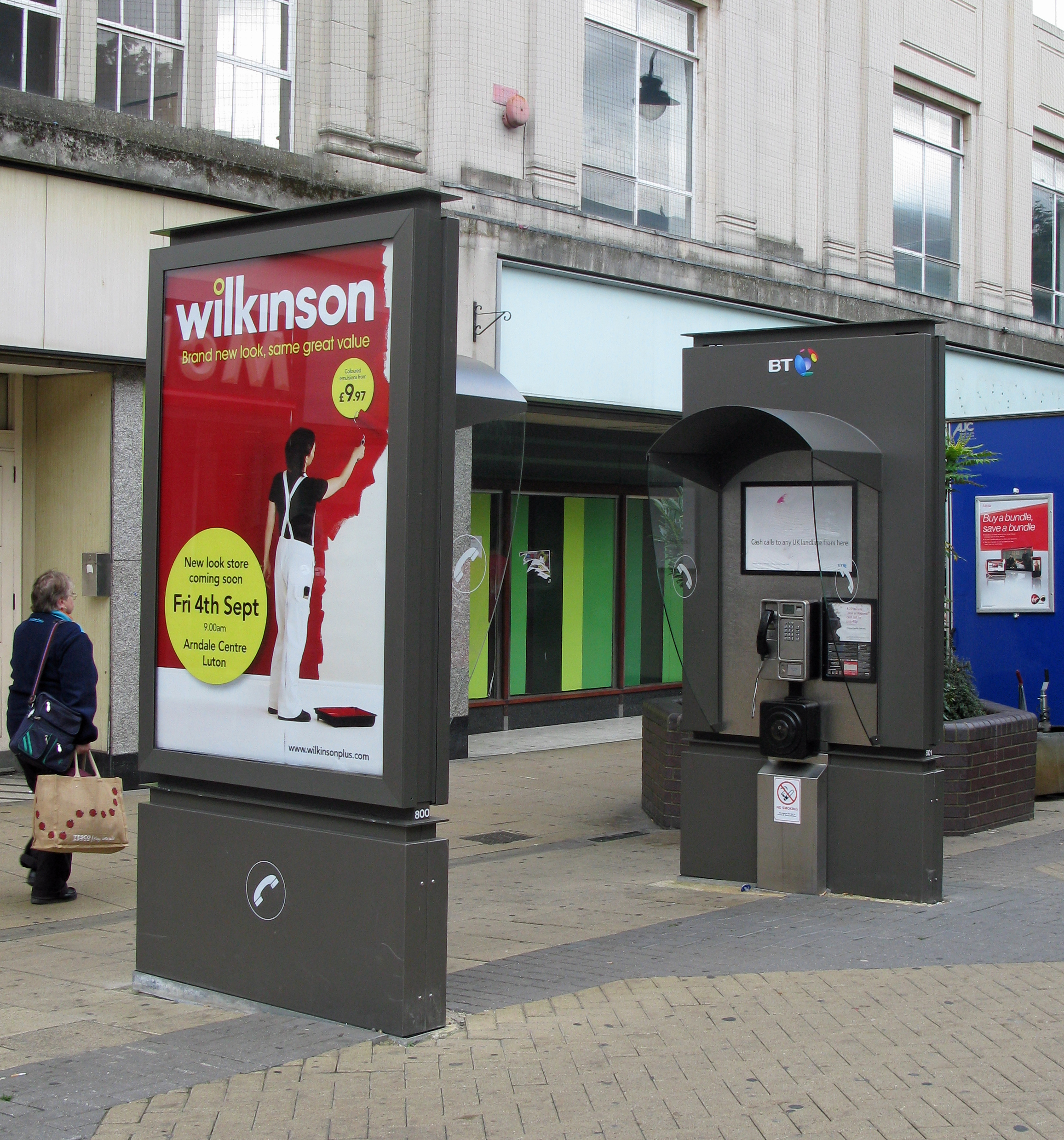 In 2009 BT entered a partnership with JC Decaux for a new series of 'kiosks'. These have a standard ST6 on one side and scrolling advertising on the other. Ealing, London