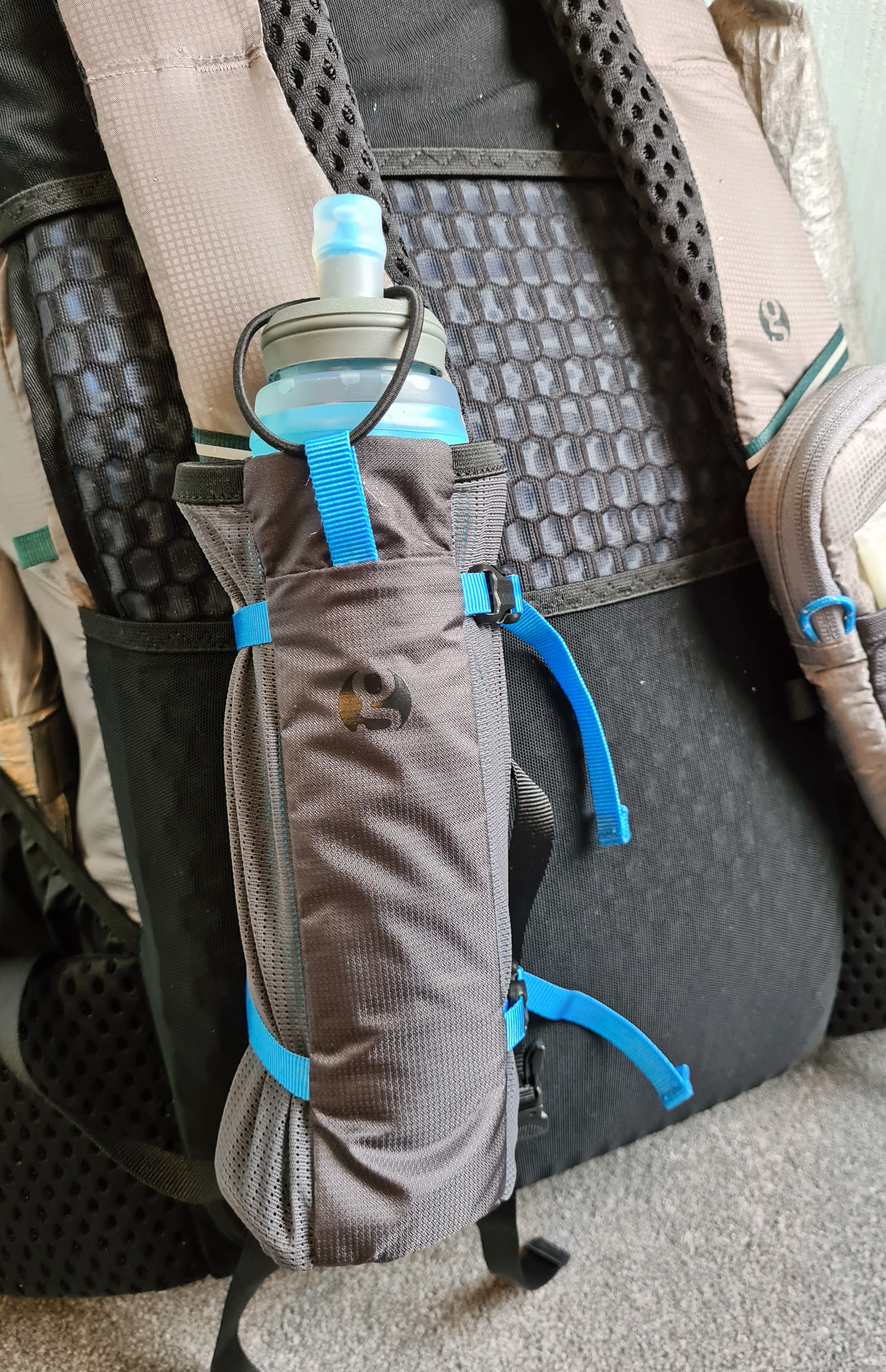 500ml HydraPak Ultraflask in Gossamer Gear Bottle Rocket shoulder strap bottle holder