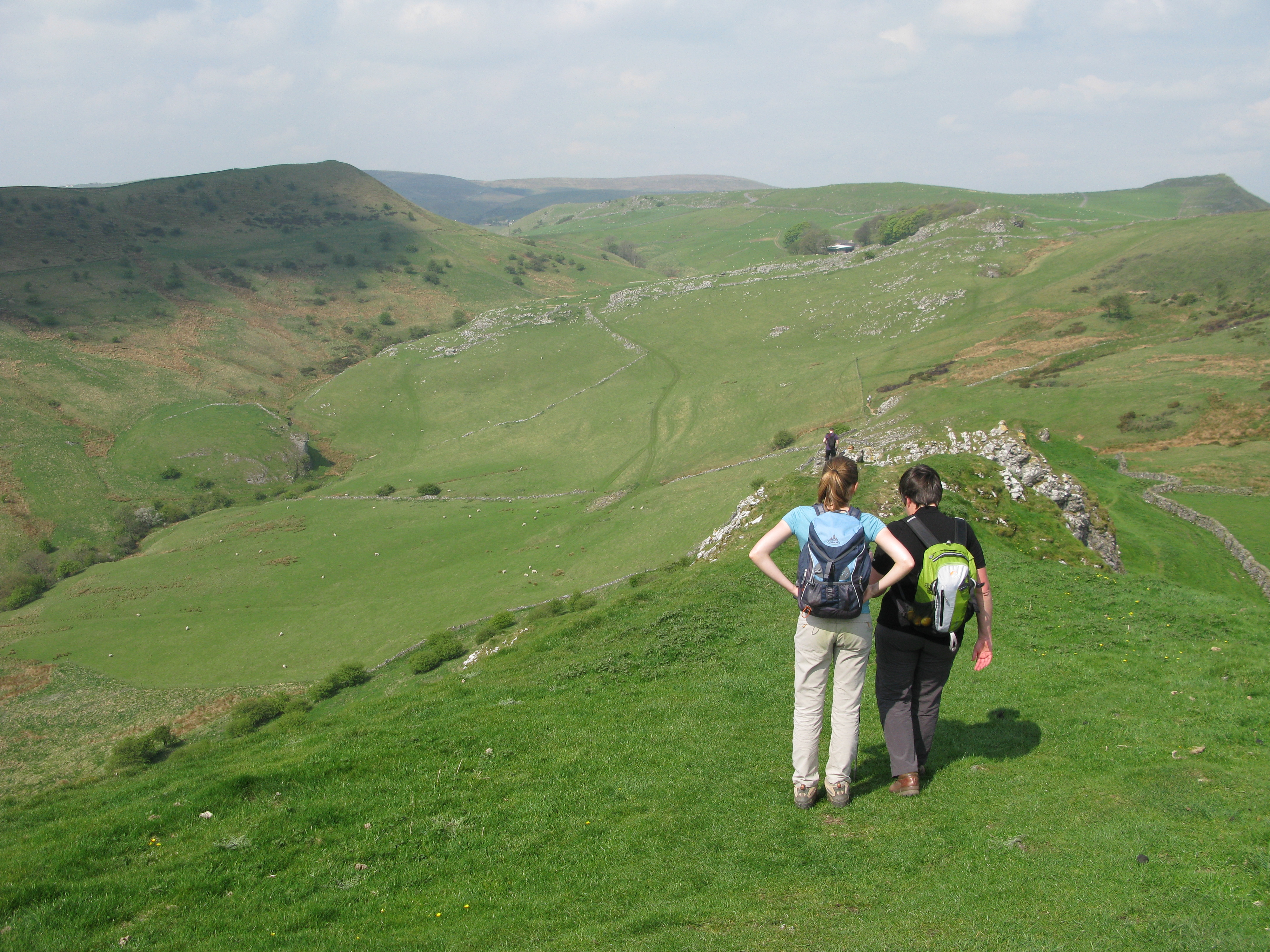 The White Peak has contrasting gentle rolling slopes, split by steep sided valleys. It is superb walking country
