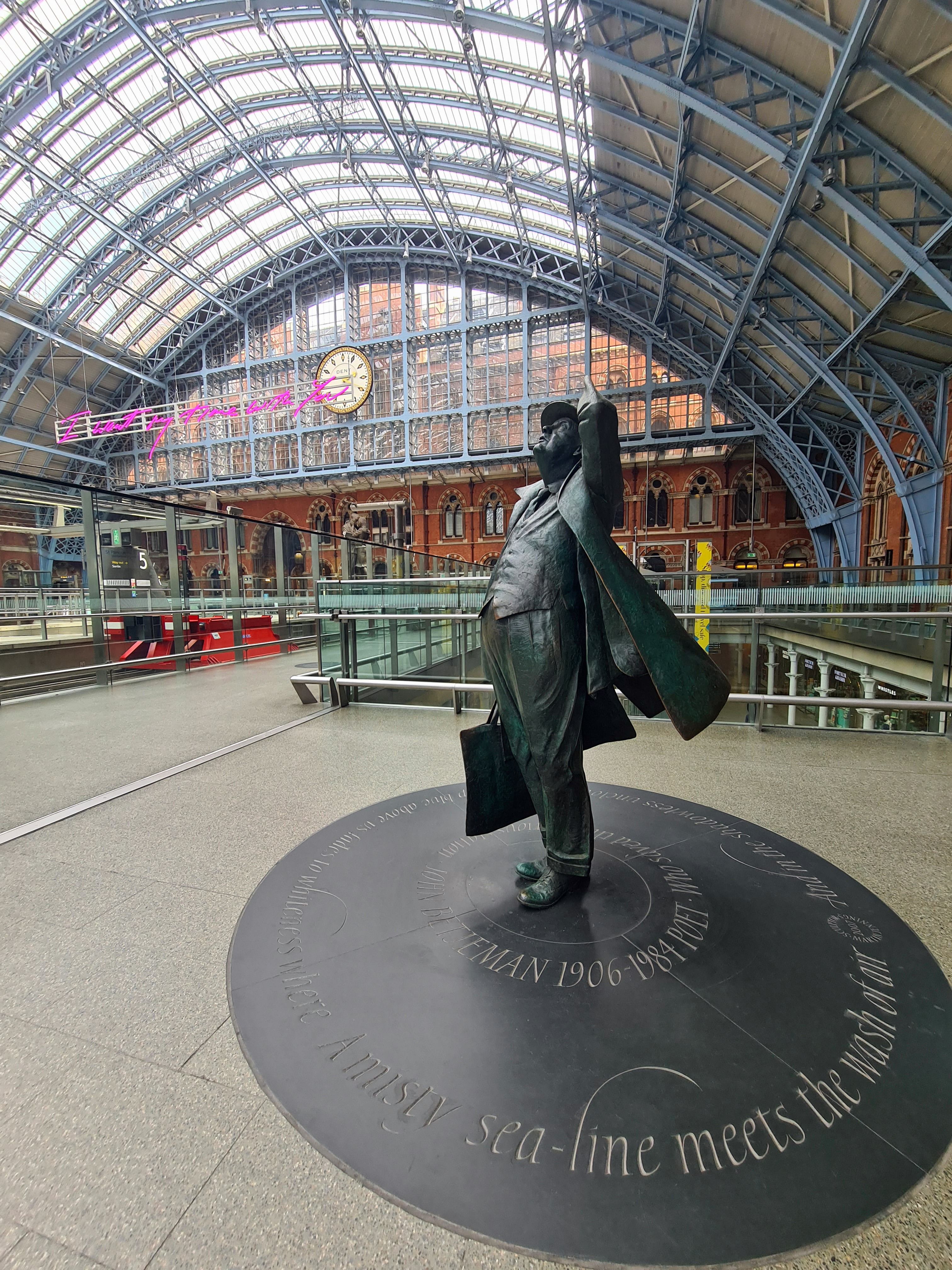 Sir John Betjamin, by Martin Jennings. St. Pancras Railway Station