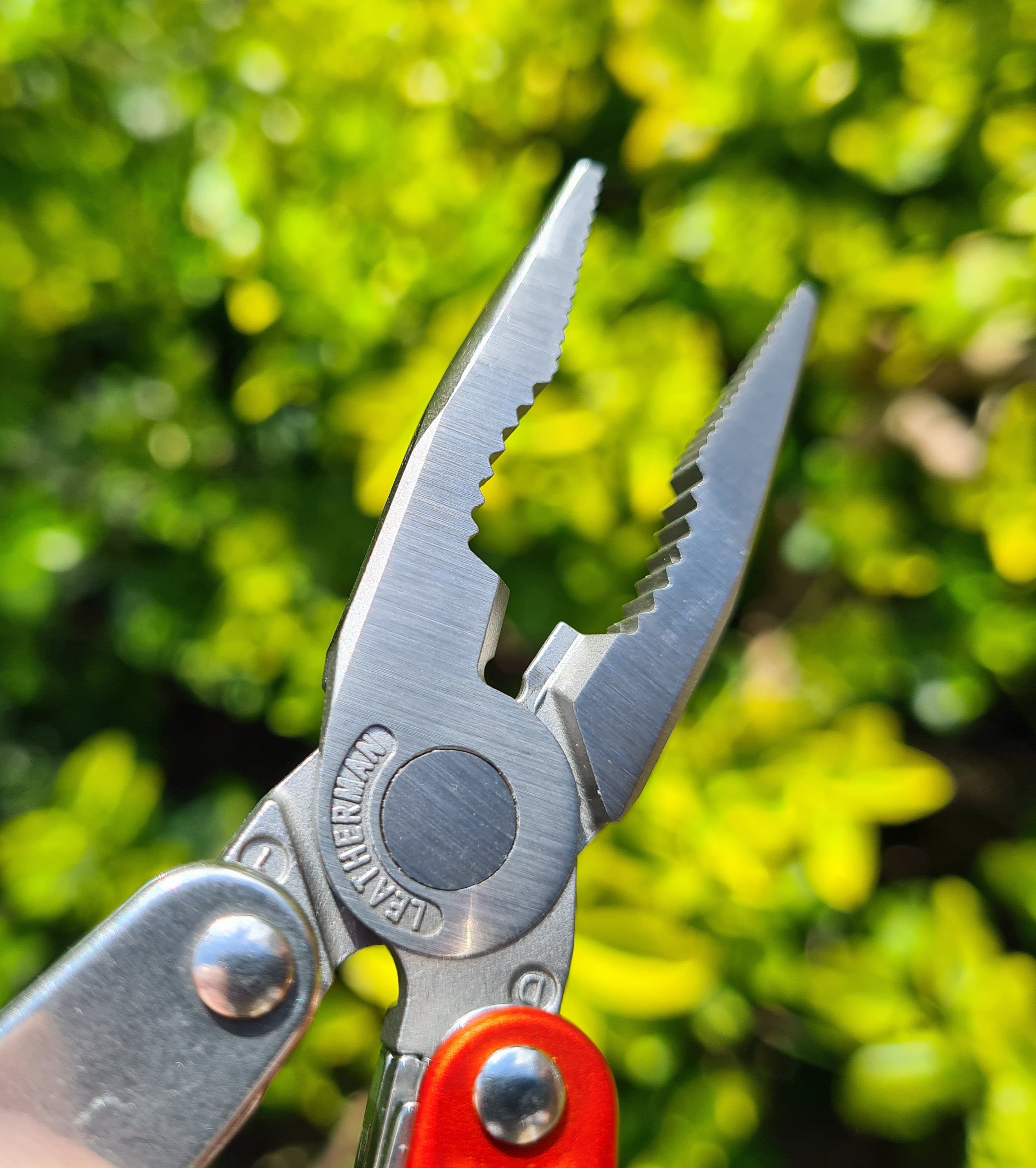 Plier tips and jaws on Leatherman Juice S2