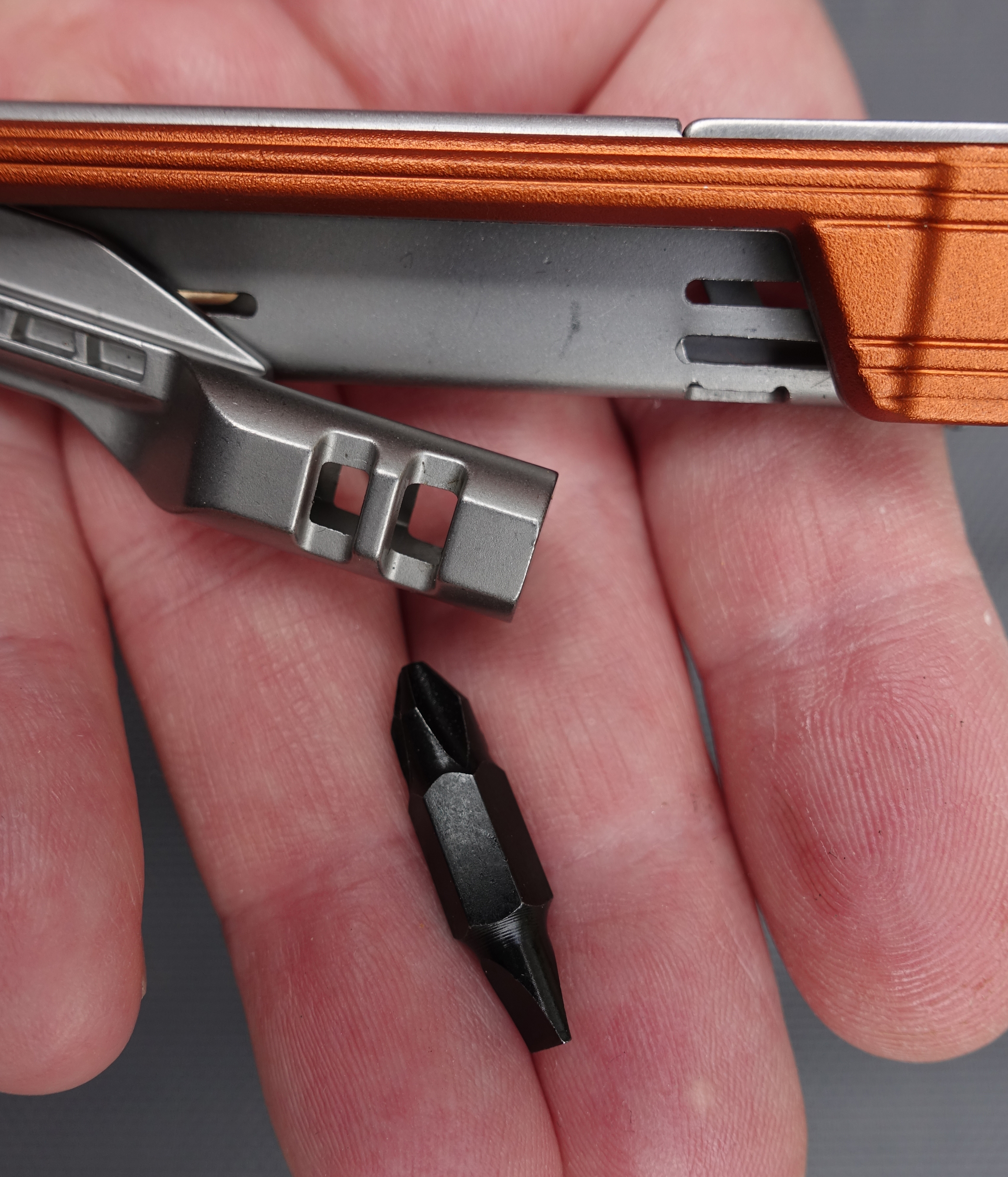 Short removable bit comes supplied with the Slim Drive