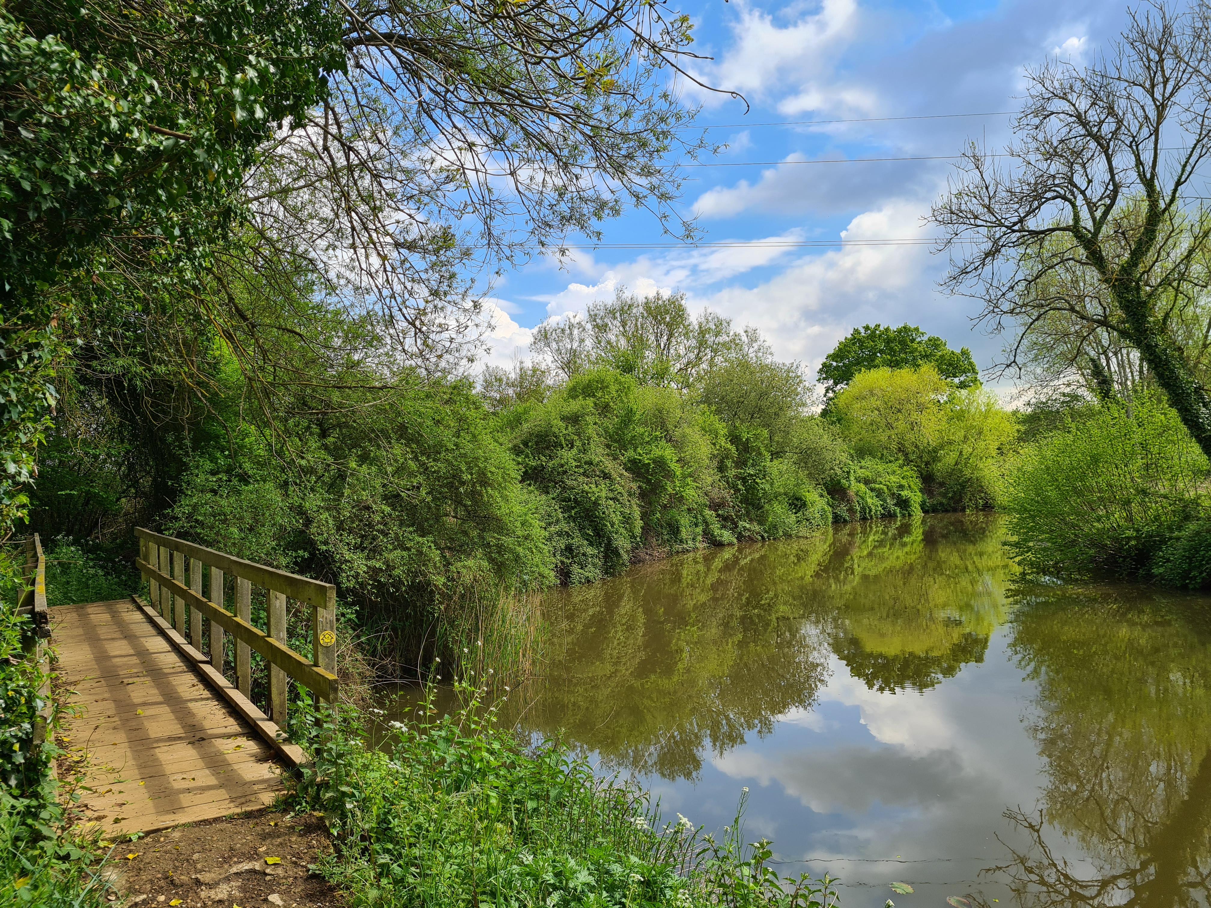 Easy, gentle, pretty riverside paths lead the hiker away from Tonbridge