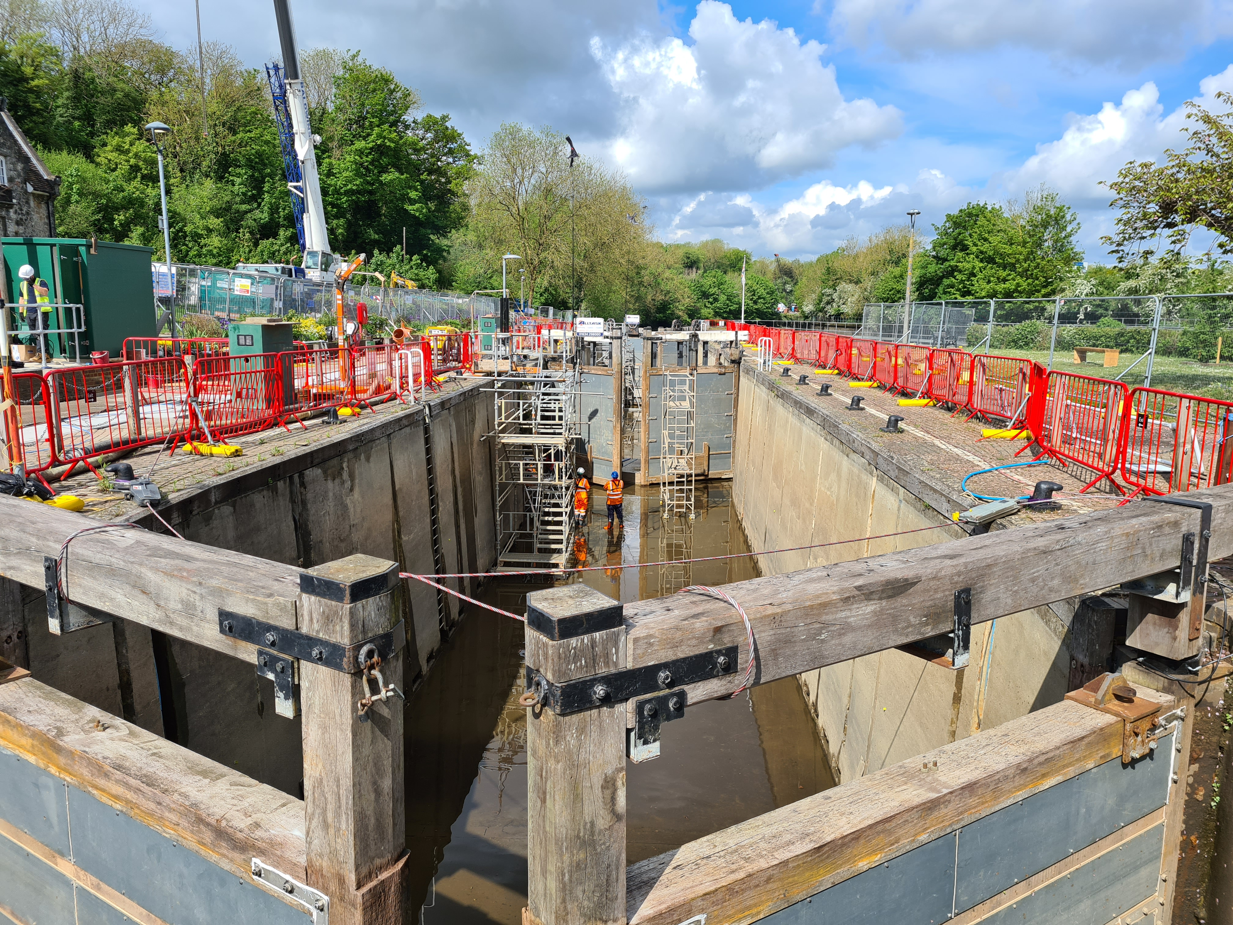 Major refurbishment works were underway at Allington Lock. The Environment Agency were investing £2.1 million in replacement hydraulic and electrical systems, back-up generator, new lock gates, new pintles, new cills and stop logs. No, I don't know what half that stuff is either