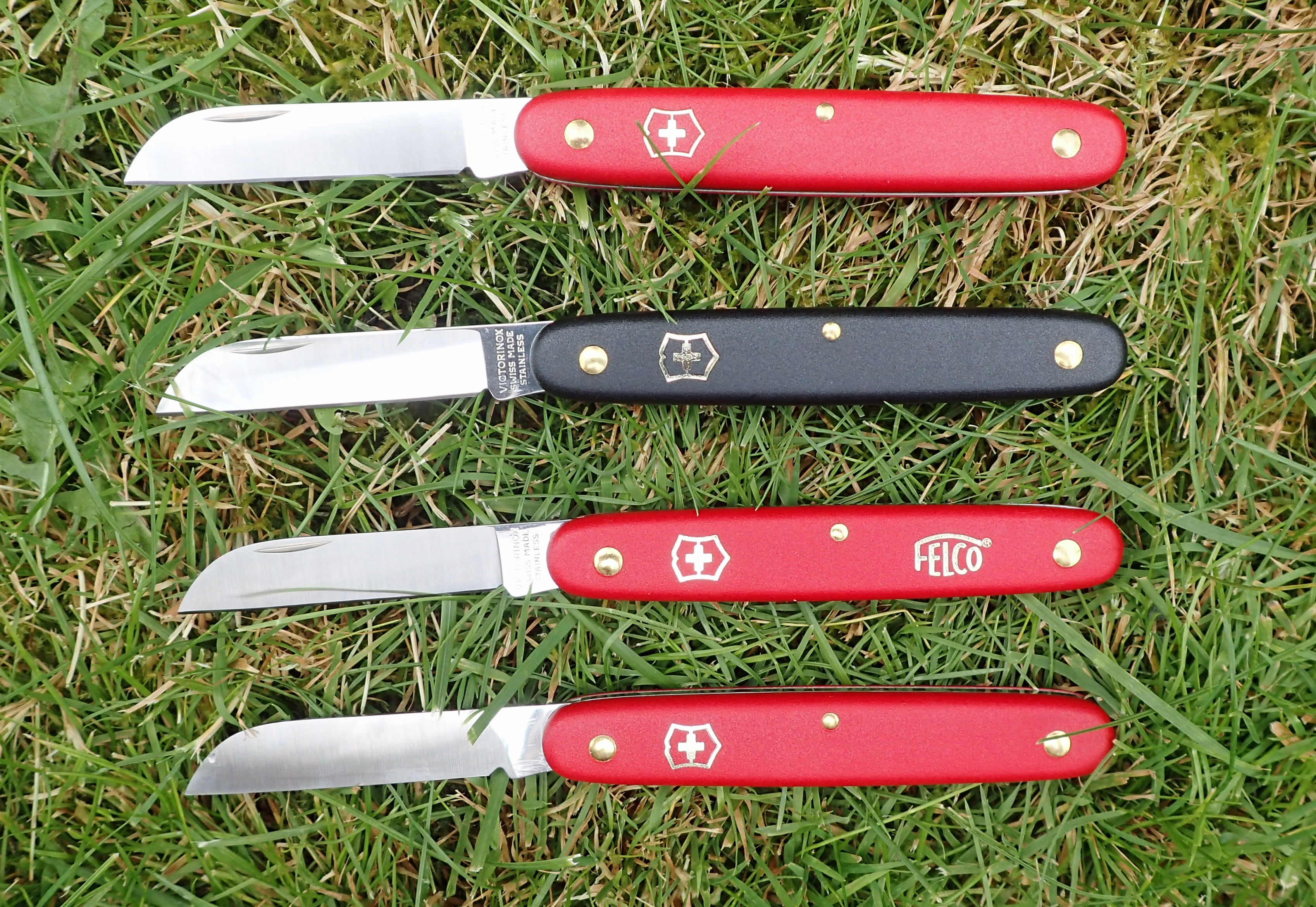 Four variants on the standard horticultural knife from Victorinox, here we have differences in handle colour, branding and a version for left-handers