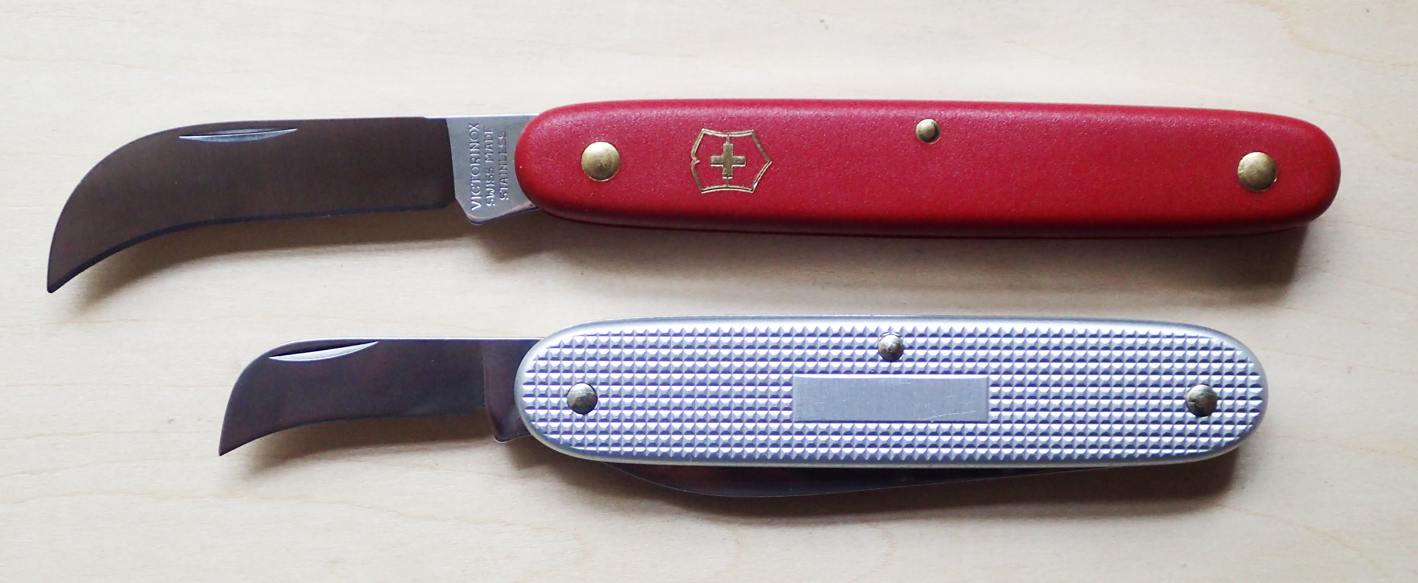 Hawksbill blade on Small Pruner compared to that on the Pioneer Swiss Army 2