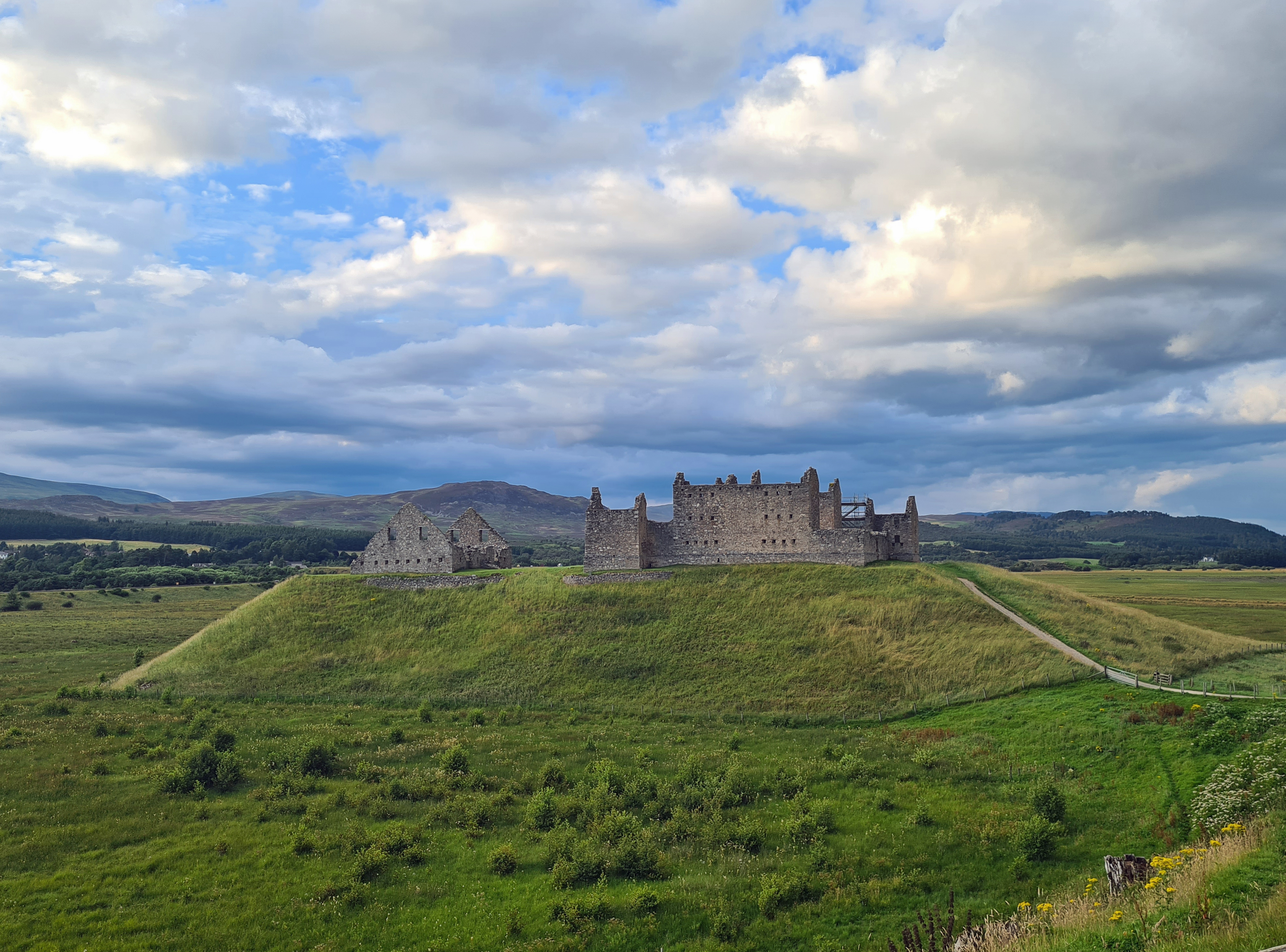 Built on a glacial shingle mound, Ruthven Barracks housed a garrison in the eighteenth century