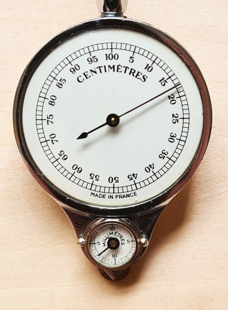 The two measuring dials on HB model 54M