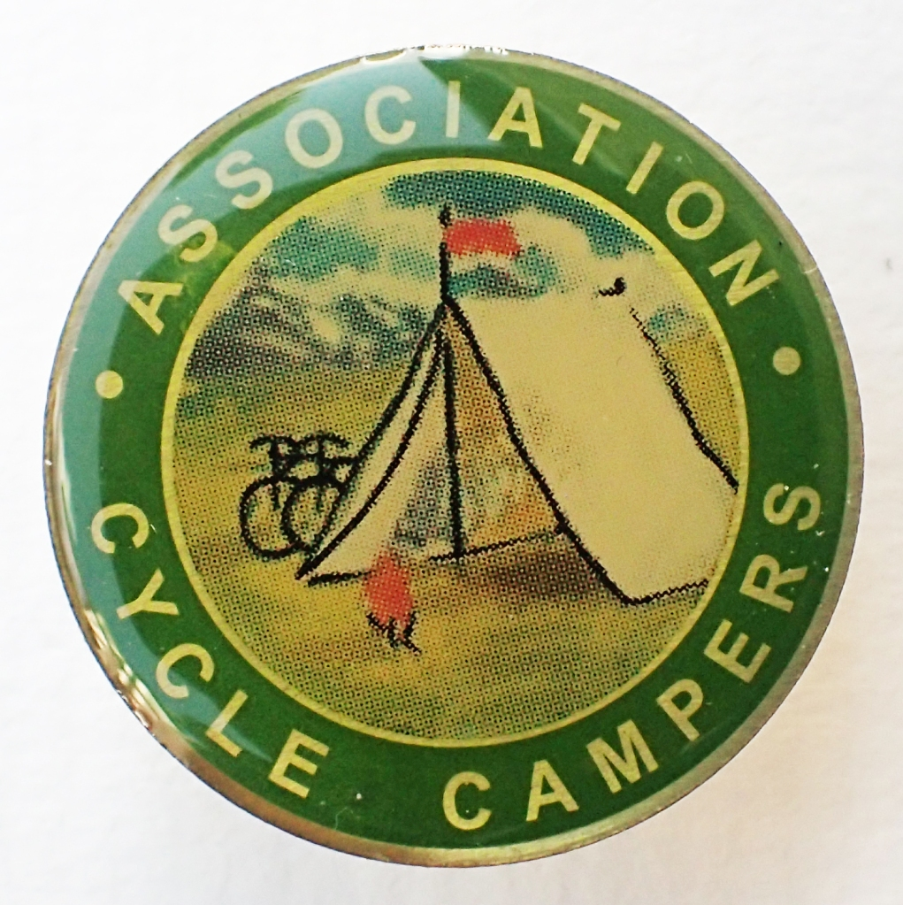 2001 reproduction badge by SMT Associates for the Camping & Caravaning Club. 27.5mm