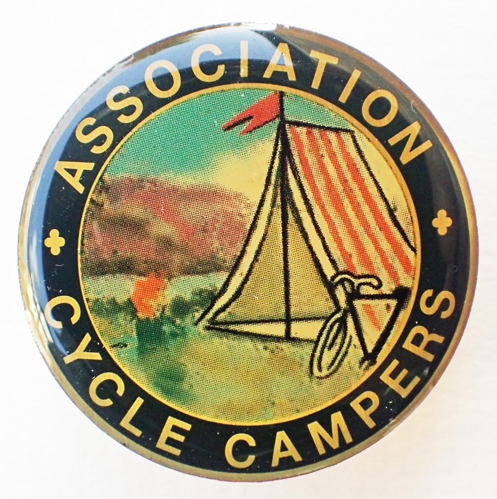 2001 reproduction badge by SMT Associates for the Camping & Caravaning Club. 36mm