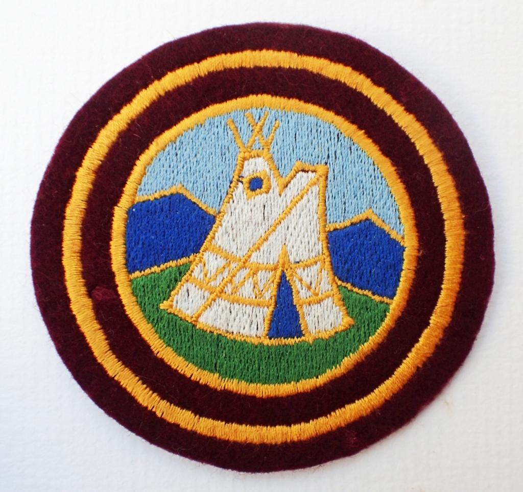 Cloth badge, plain surround. 79mm